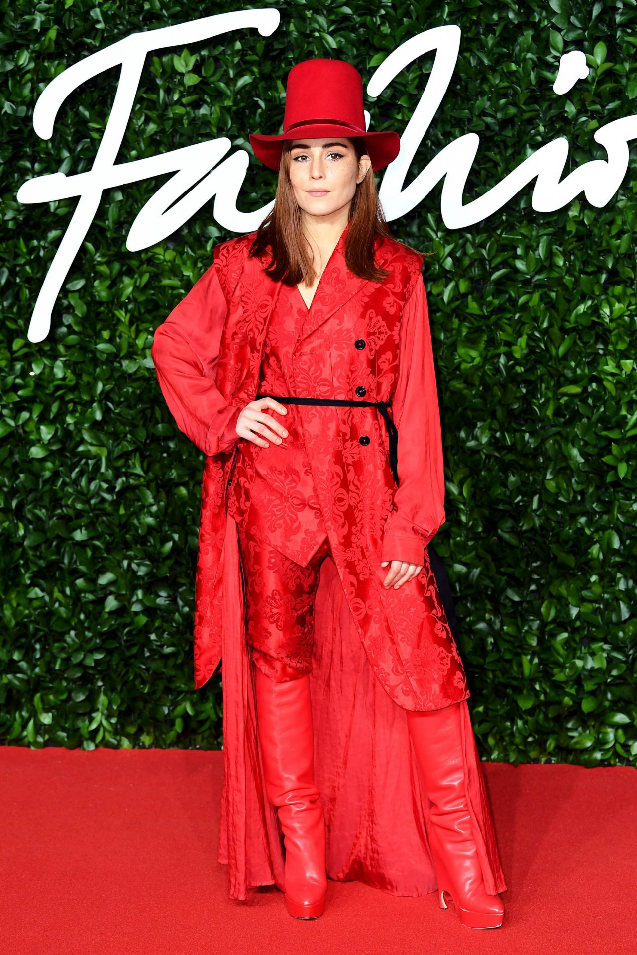 noomi-rapace-in-ann-demeulemeester-2019-british-fashion-council-awards
