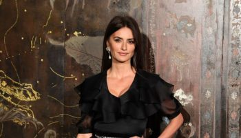 penelope-cruz-in-chanel-chanel-metiers-dart-2019-2020-show-in-paris