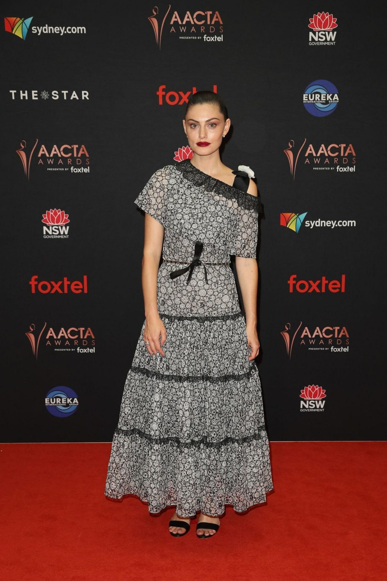 phoebe-tonkin-in-chanel-2019-aacta-awards-in-sydney