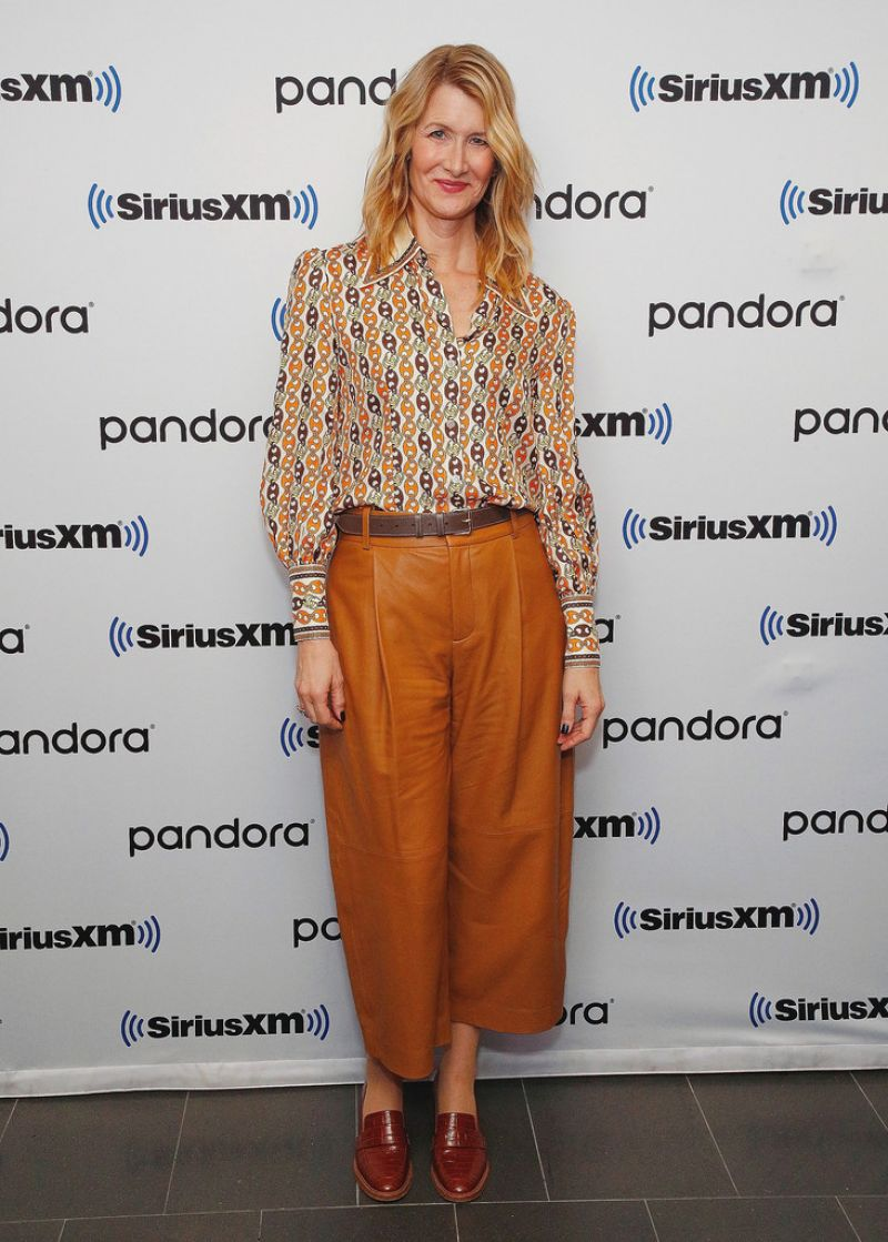 laura-dern-in-chain-print-blouse-siriusxms-town-hall-in-ny