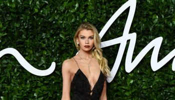 stella-maxwell-in-etro-2019-british-fashion-council-awards