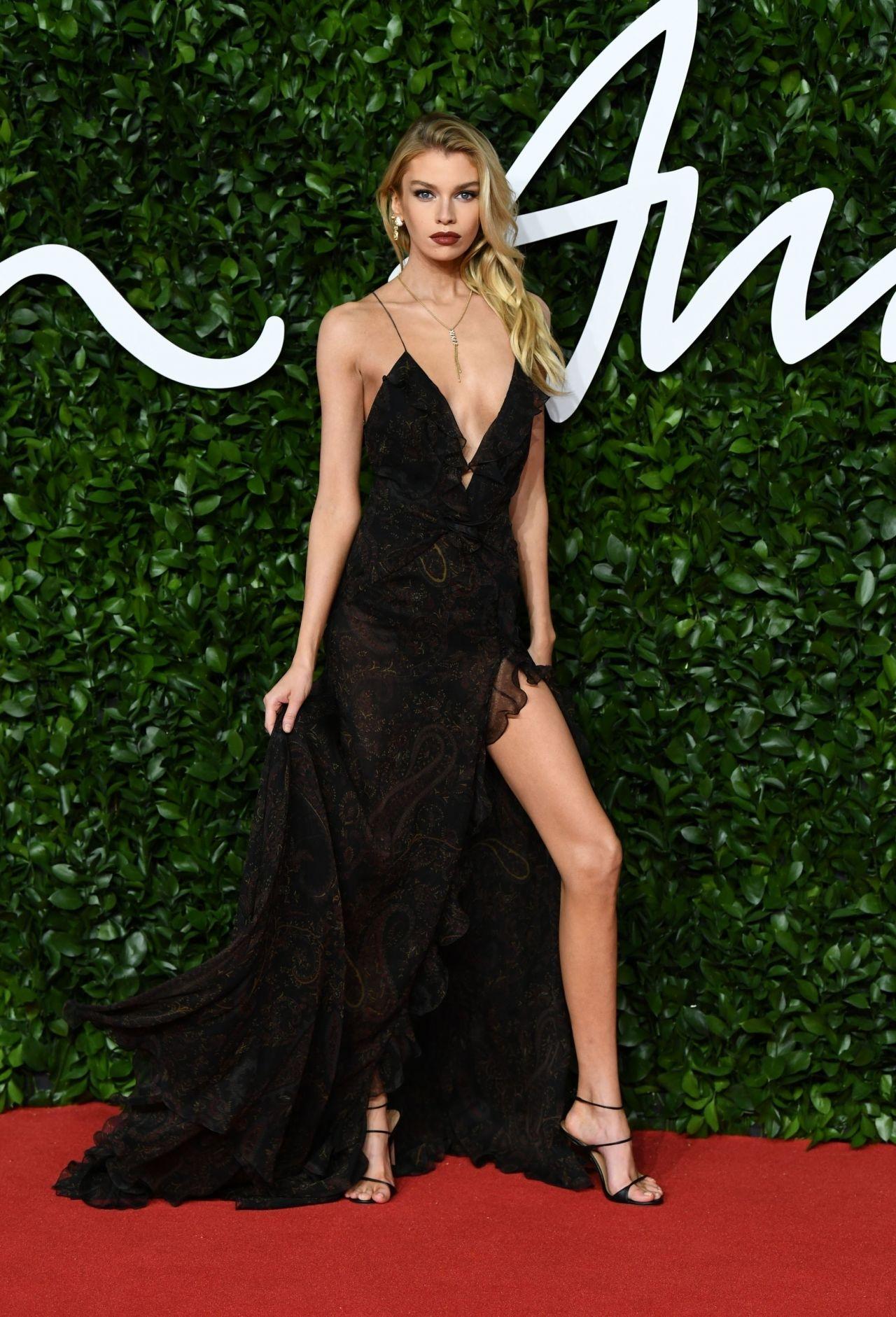 stella-maxwell-in-etro-2019-british-fashion-council-awards