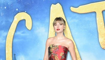taylor-swift-in-oscar-de-la-renta-cats-new-york-premiere
