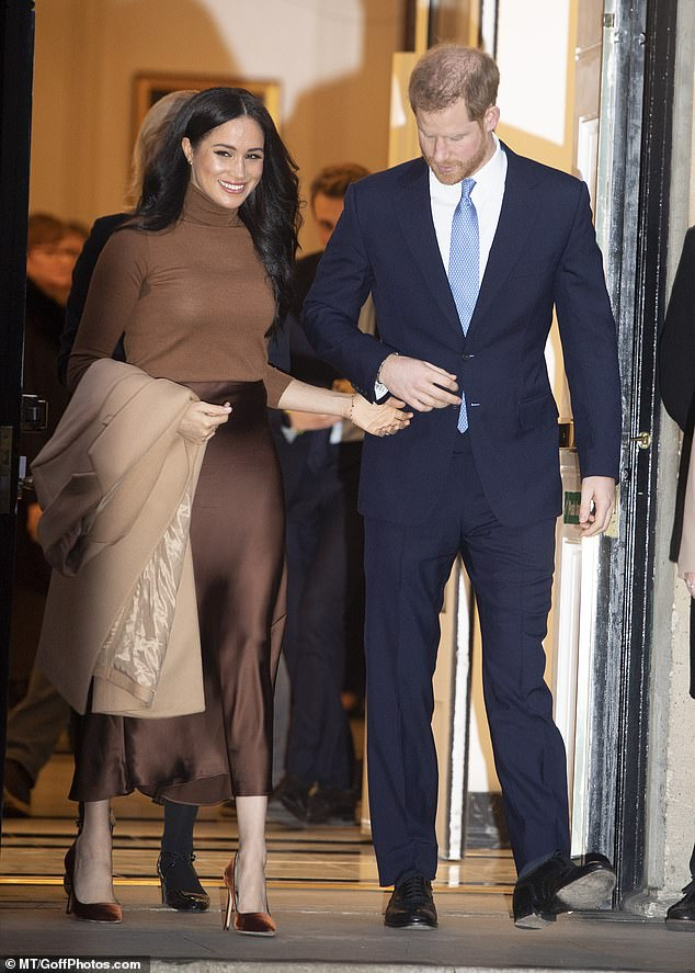 meghan-duchess-of-sussex-in-reiss-massimo-dutti-to-visit-canada-house