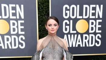 joey-king-in-iris-van-herpen-2020-golden-globe-awards