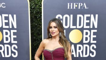 sofia-vergara-in-dolce-and-gabbana-2020-golden-globe-awards