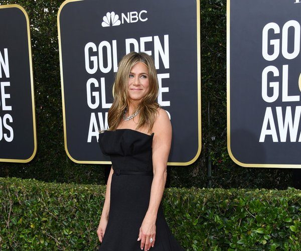 jennifer-aniston-in-christian-dior-couture-2020-golden-globe-awards