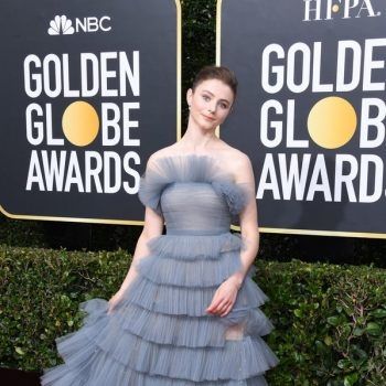 thomasin-mckenzie-in-valentino-2020-golden-globe-awards
