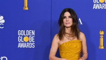 sandra-bullock-in-oscar-de-la-renta-2020-golden-globe-awards