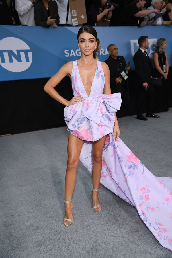 sarah-hyland-in-philosophy-di-lorenzo-serafini-2020-sag-awards