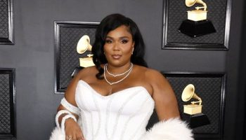 lizzo-in-atelier-versace-2020-grammy-awards