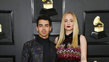 sophie-turner-in-louis-vuitton-2020-grammy-awards