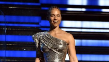 alicia-keys-in-atelier-versace-hosting-2020-grammy-awards