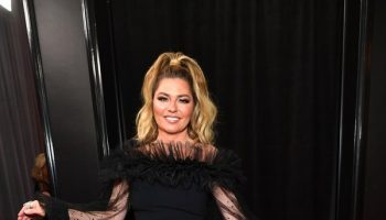 shania-twain-in-christian-siriano-2020-grammy-awards