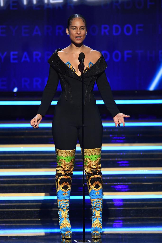 alicia-keys-in-atelier-versace-bodysuit-hosting-2020-grammy-awards