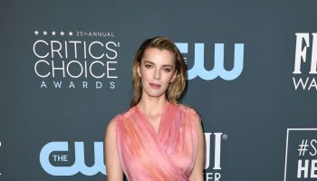 betty-gilpin-in-oscar-de-la-renta-2020-critics-choice-awards