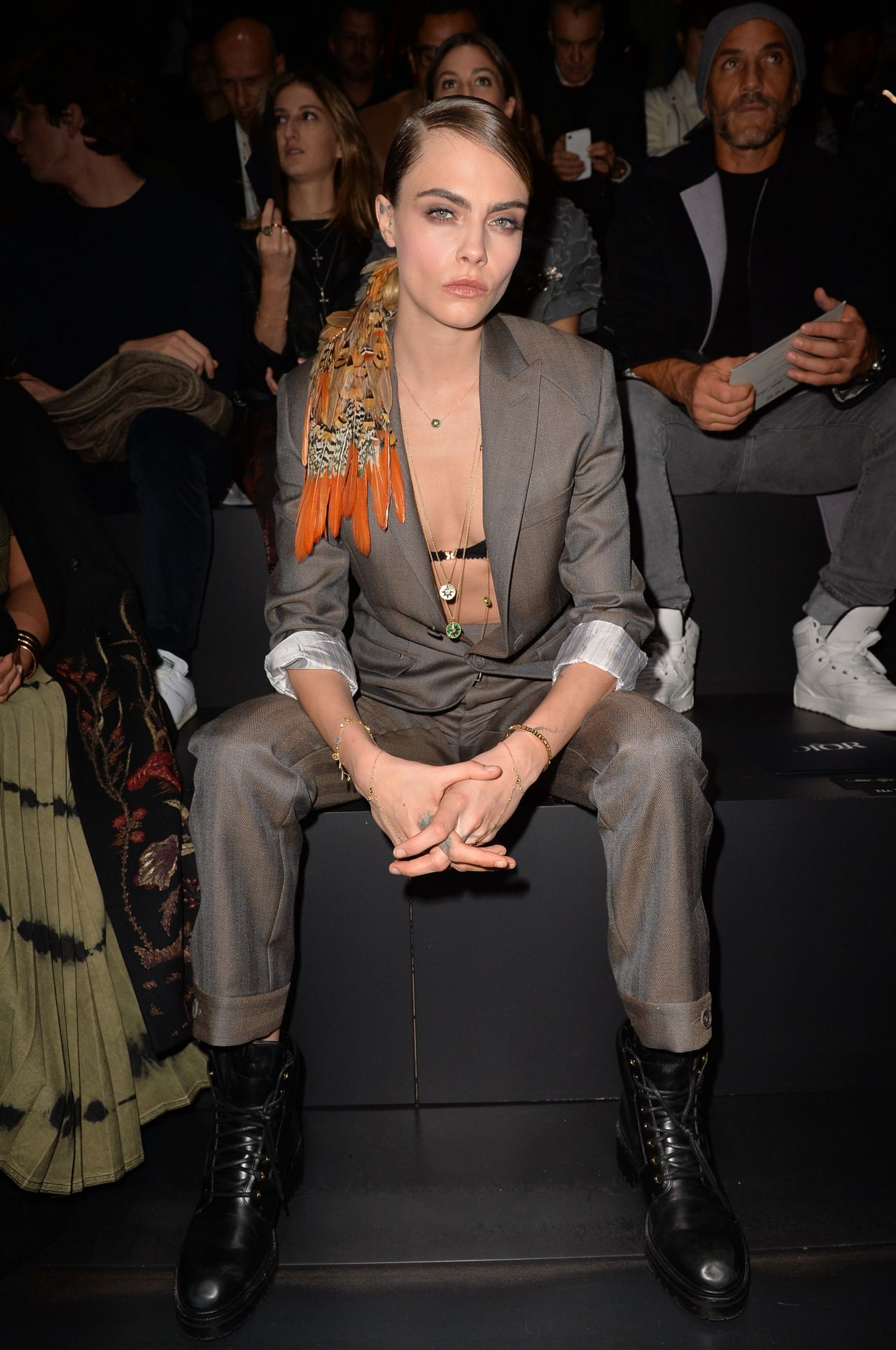 cara-delevingne-front-row-dior-homme-menswear-fall-winter-2020-2021-show-in-paris