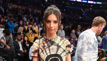 emily-ratajkowski-attends-cavaliers-vs-lakers-at-staples-center-in-la