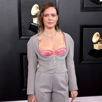 tove-lo-in-vivienne-westwood-suit-2020-grammy-awards