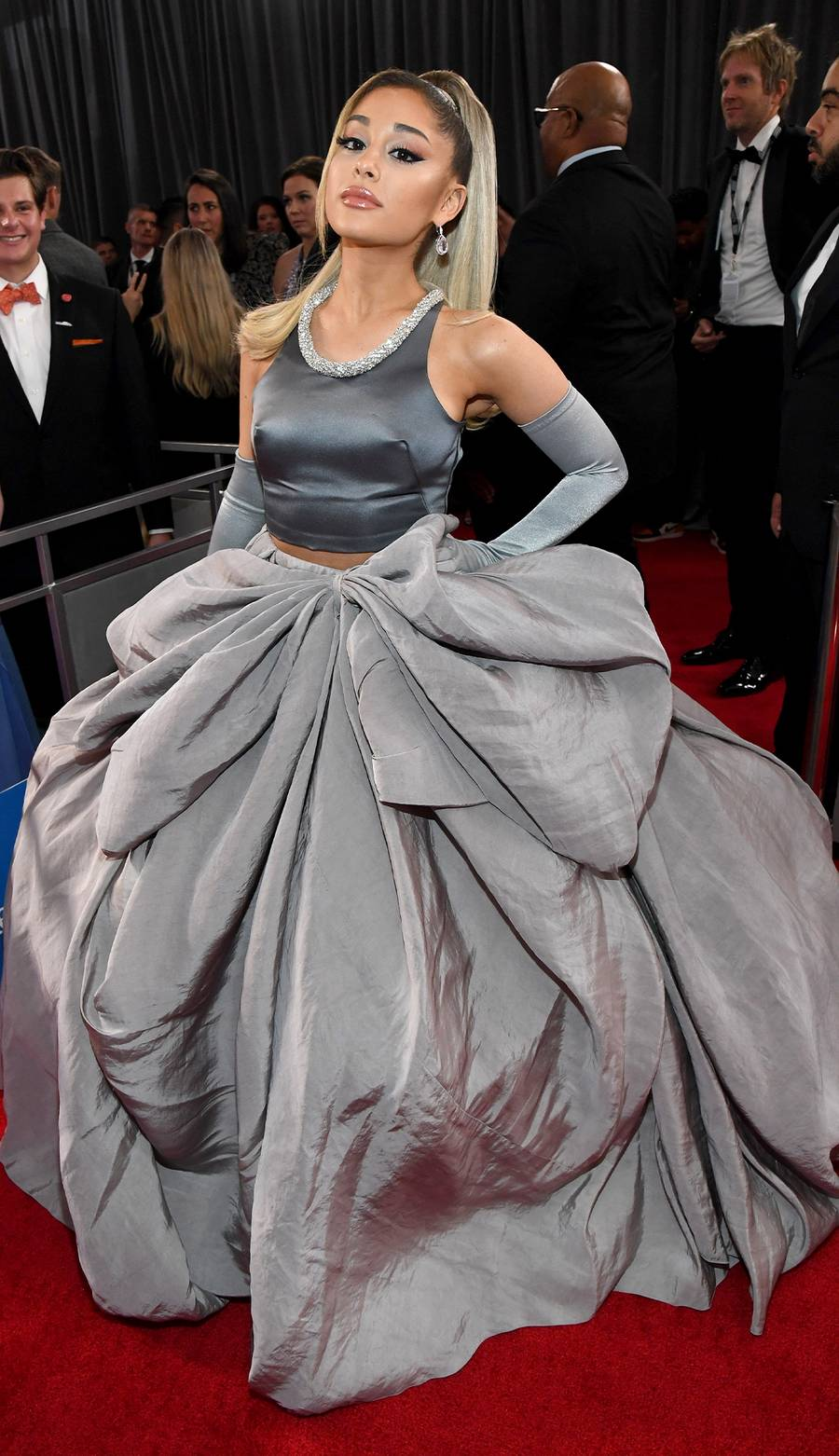 ariana-grande-in-grey-outfit-2020-grammy-awards