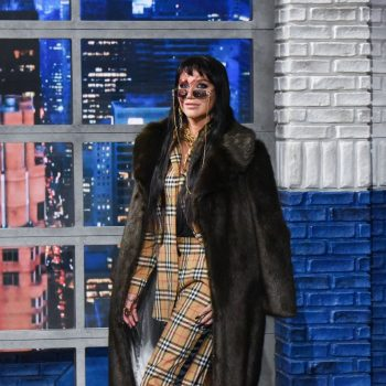 kesha-in-burberry-the-late-show-with-stephen-colbert-in-new-york