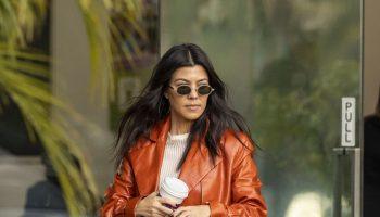 kourtney-kardashian-spotted-out-rosti-cafe-in-calabasas