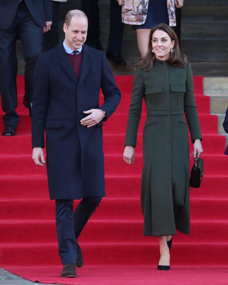 catherine-duchess-of-cambridge-in-alexander-mcqueen-her-bradford-visit
