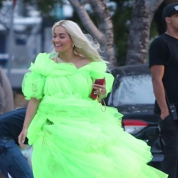 rita-ora-shooting-a-deichmann-collection-ad-in-miami-1