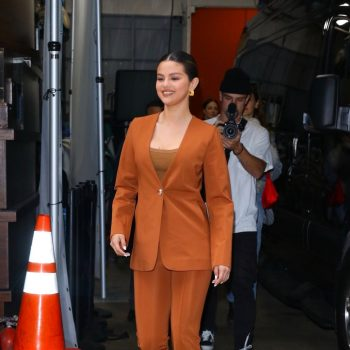 selena-gomez-in-suit-live-with-kelly-and-ryan-in-new-york