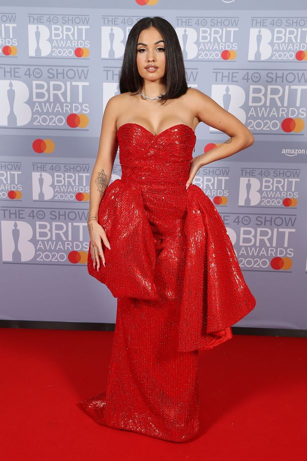 mabel-in-moschino-by-jeremy-scott-2020-brit-awards