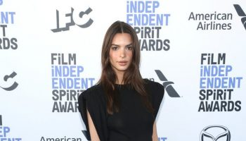 emily-ratajkowski-in-versace-2020-film-independent-spirit-awards