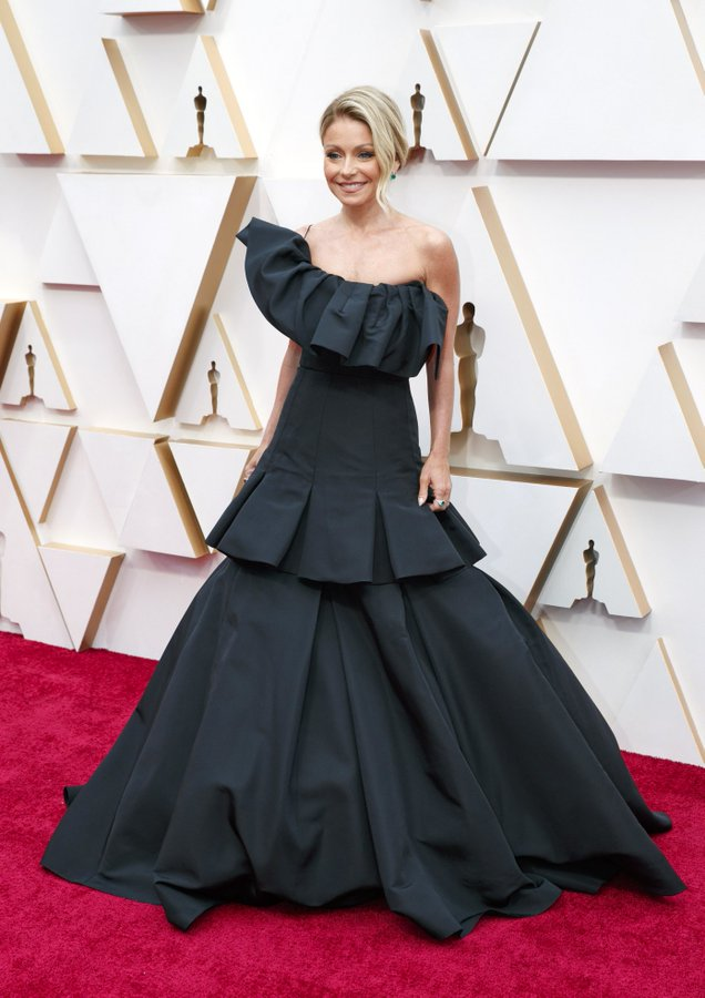 kelly-ripa-in-christian-siriano-2020-oscars