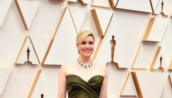 greta-gerwig-in-christian-dior-haute-couture-2020-oscars