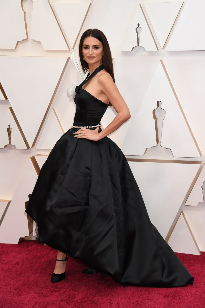 penelope-cruz-in-chanel-2020-oscars