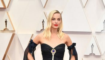 margot-robbie-in-chanel-2020-oscars