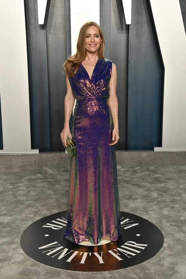 leslie-mann-in-monique-lhuillier-2020-vanity-fair-oscar-party