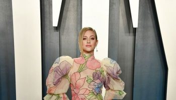 lili-reinhart-in-marc-jacobs-2020-vanity-fair-oscar-party