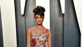 taylor-hill-in-ralph-russo-2020-vanity-fair-oscar-party