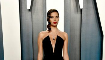 sara-sampaio-in-armani-prive-2020-vanity-fair-oscar-party