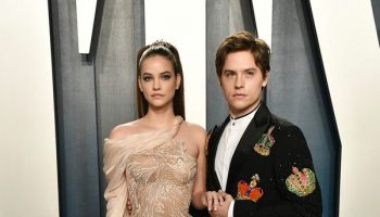 barbara-palvin-dylan-sprouse-in-atelier-versace-2020-vanity-fair-oscar-party
