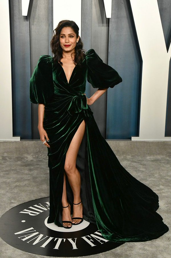 freida-pinto-in-galia-lahav-2020-vanity-fair-oscar-party