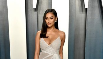 shay-mitchell-in-honayda-2020-vanity-fair-oscar-party