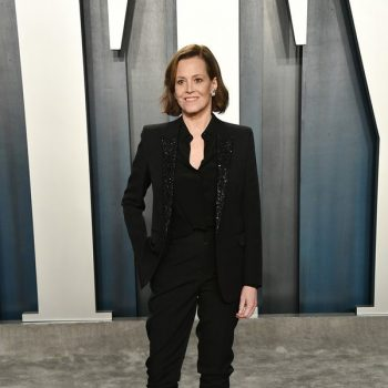 sigourney-weaver-in-saint-laurent-2020-vanity-fair-oscar-party