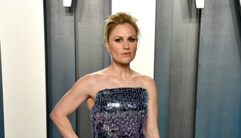 anna-paquin-in-pamella-roland-2020-vanity-fair-oscar-party