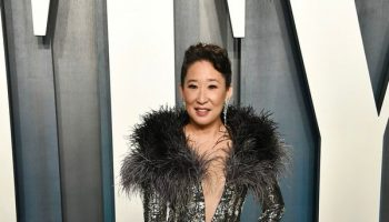 sandra-oh-in-cong-tri-2020-vanity-fair-oscar-party