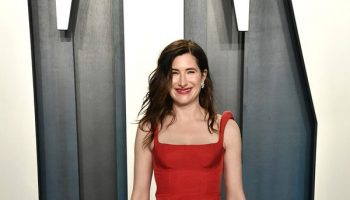 kathryn-hahn-in-rosie-assoulin-2020-vanity-fair-oscar-party