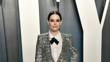 emily-hampshire-in-zara-2020-vanity-fair-oscar-party