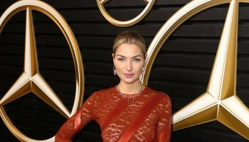 jessica-hart-in-louis-vuitton-2020-mercedes-benz-academy-awards-viewing-party