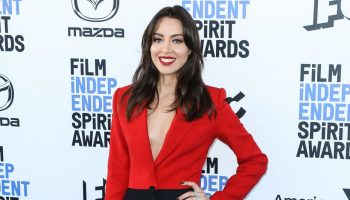 aubrey-plaza-in-alexander-mcqueen-2020-film-independent-spirit-awards