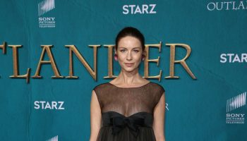 caitriona-balfe-in-chanel-the-outlander-season-5-premiere